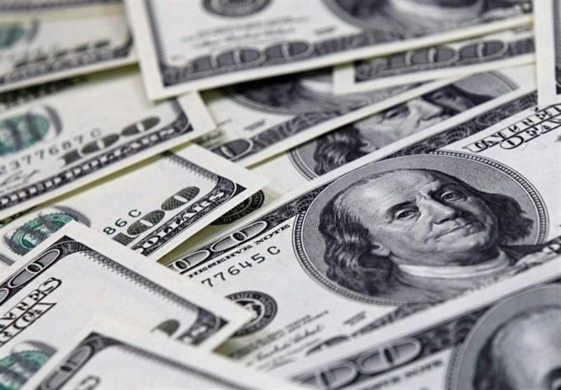 هجوم دلالان برای فروش دلار از ترس ریزش قیمت ها