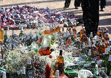 کشف ۷۰۰ بطری مشروبات الکلی در شمال تهران + تصاویر