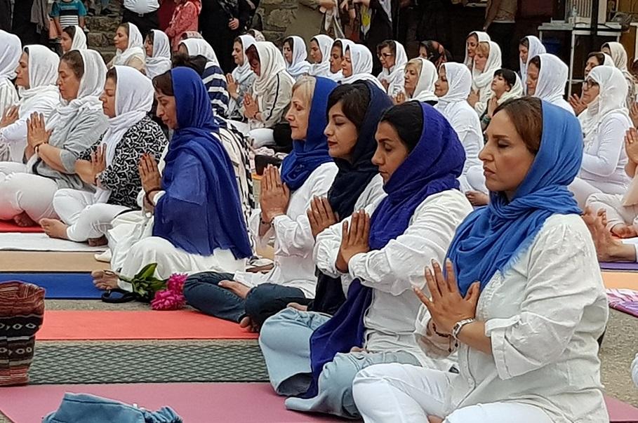 تصاویر / همایش روز جهانی یوگا در پارک ملل ساری