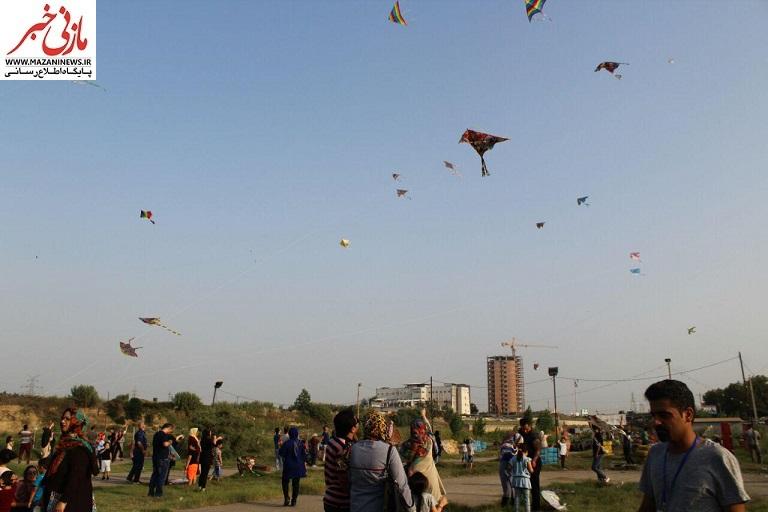 تصاویر / جشنواره بادبادکها با شعار «امید، سلامتی و بحران آب» در قائمشهر