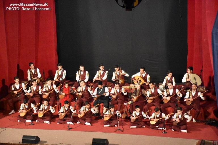 تصاویر / اجرای گروه موسیقی آوای تبری در ساری